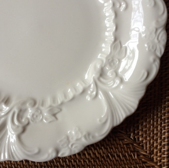 Deep Rim and Classic Detailing of The Homer Laughlin Plate